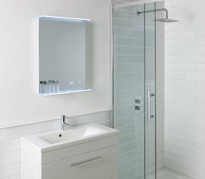LED badkamerspiegel 70x70cm met aan/uit touch sensor, spiegelverwarming en digitale klok - Spey Eastbrook